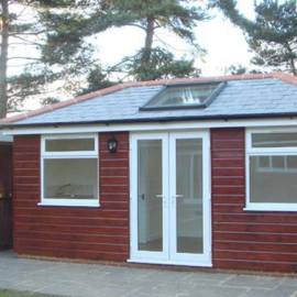 Self-Contained Summer House with Running Water & Drainage